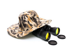 Binoculars and a safari hat Royalty Free Stock Photos