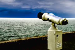 Binoculars, watching the skyline II Royalty Free Stock Photography
