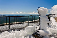 Binokel im Schnee Stockbild