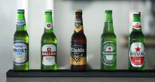 Bintang, Heineken, EL Diablo Bali Hai und Prost: Lokale Bier Indonesierprodukte Stockfotografie