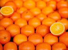 Bio- arance fresche dei mandarini sul mercato locale dell'agricoltore Fotografia Stock Libera da Diritti