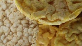 Bio bolos do arroz e de milho video estoque