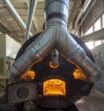 Bio- combustibile bruciante delle palline nella caldaia Economico, combustibile di ecologicla fotografie stock