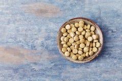 Bio- compresse verdi dell'ERBA di ORZO Concetto per un completamento dietetico sano immagini stock libere da diritti