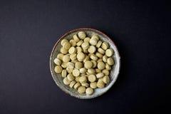 Bio- compresse verdi dell'ERBA di ORZO Concetto per un completamento dietetico sano fotografia stock