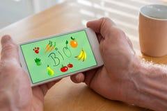 Bio- concetto su uno smartphone fotografie stock libere da diritti