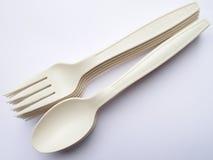 Bio- cucchiai e forchette di plastica Immagini Stock