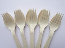 Bio cuillères et fourchettes en plastique Images stock