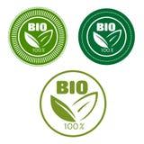 Bio etiketter med gröna sidor stock illustrationer