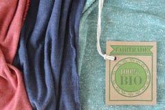 Bio etiqueta orgánica certificada de la tela. Imágenes de archivo libres de regalías