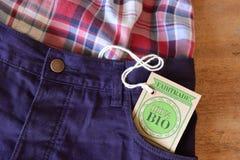 Bio etiqueta orgánica certificada de la tela. Imagen de archivo