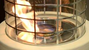 Bio- fireplot moderno sul primo piano del gas dell'etanolo video d archivio