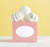 White marshmallow dessert in pink box Stock Photography
