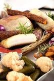 Bio kurerat köttuppläggningsfat av traditionella grisköttkött och annan tradi Royaltyfri Fotografi