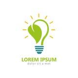 Bio logotipo de la bombilla de la hoja de la energía Fotos de archivo