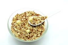 Bio mat: Organiska ris för blandning på vit bakgrund Royaltyfri Fotografi