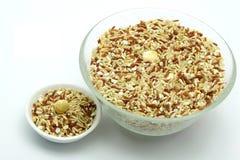Bio mat: Organiska ris för blandning på vit bakgrund Fotografering för Bildbyråer
