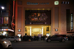 Bio på den Hollywood boulevarden royaltyfri bild
