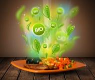 Bio- piatto verde sano di alimento fotografie stock