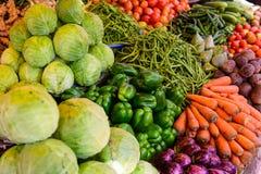 Biobauerlebensmittel-Marktplatz Frische gesunde Produkte stockfotografie