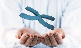 Biochemie en DNA-onderzoekconcept in mannelijke palm Gemengde media royalty-vrije stock afbeeldingen