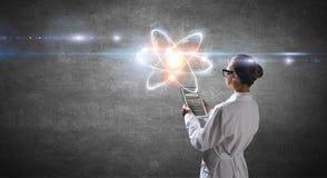 Biochemie en technologieën Gemengde media stock afbeeldingen