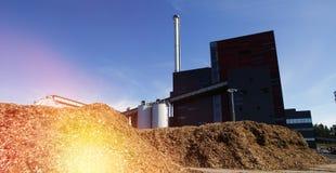 Bioelektrische centrale met opslag van houten brandstof stock fotografie