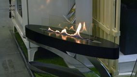 Biofireplacebrandwond op ethylalcoholgas stock video
