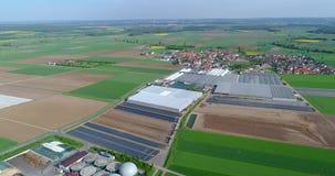 Biogas roślina, Nowożytna roślina W Zielonym polu, Ekologicznie Życzliwa Biogas roślina, Mała roślina W Śródpolnym Odgórnym widok zdjęcie wideo