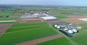 Biogasinstallatie, een Moderne Installatie op een Groen Gebied, een Milieuvriendelijke Biogasinstallatie, Kleine Installatie in G stock video