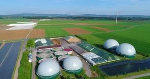 Biogasinstallatie, een Moderne Installatie op een Groen Gebied, een Milieuvriendelijke Biogasinstallatie, Kleine Installatie in G stock footage