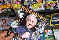 Biographietijdschrift in een hand royalty-vrije stock foto's