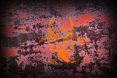 Biohazardsymbol på gamla Rusty Metal Surface Arkivbilder