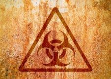 Biohazardtecken på den grungy väggen för gammal rost Grungebiohazardsymbol stock illustrationer