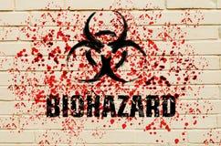 Biohazardzeichen auf der Wand mit roten giftigen Sprays auf der Wand Stockfoto