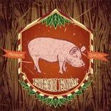 Biohof frisch Weinleseaufkleber mit Schwein auf Schmutzhintergrund Stockbild