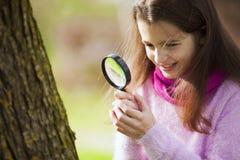 Biologia studing da criança Fotos de Stock Royalty Free