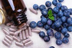 Biologisch actief supplement - pillen voor gezonde ogen stock afbeelding