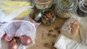 Biologisk mat i nollförlorade behållare royaltyfri fotografi