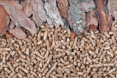 Biomasse et granules de pin photo libre de droits