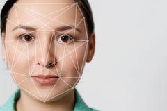 Biometrische van de het gezichtserkenning van de controlevrouw de opsporingsveiligheid royalty-vrije stock afbeeldingen