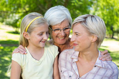 Bionda felice con il suoi derivato e nonna Fotografie Stock Libere da Diritti