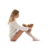Biondo adorabile in maglione bianco con l'orsacchiotto #2 Immagini Stock
