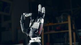 Bionisk arm Innovativ robotic hand - som göras på skrivaren 3D futuristic teknologi lager videofilmer