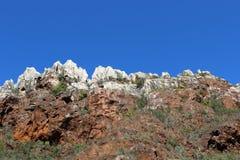 biosfär costa de del få naturlig natur för det just kilometerlasmarbella berg nieves kast för sten för solenoid spain för toppig  arkivfoton