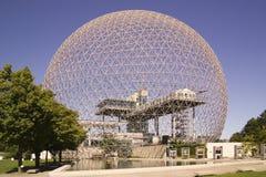 Biosfären är en unik och spektakulär plats, gamla U S Pavillion på expo 67 i Montreal Royaltyfri Bild