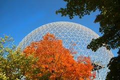Biosfeer in Montreal tijdens dalingsseizoen stock foto's