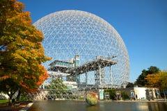 Biosfera a Montreal durante la stagione di caduta fotografia stock libera da diritti