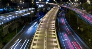 Bioskoop-grafiek nachtscène van verkeer en wegen Tijdtijdspanne - Lange blootstelling - 4K stock video