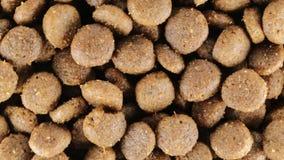 Biovoedsel voor honden stock footage